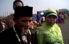 Puluhan Pasangan Pemulung Senang Bisa Kantongi Surat Nikah - JPNN.com