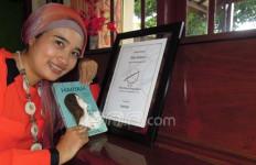 Okky Madasari Meraih Khatulistiwa Literary Award 2012 berkat Maryam - JPNN.com