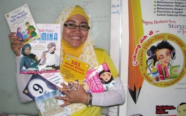 Indari Mastuti, Pelopor Komunitas Ibu-Ibu Doyan Nulis dan Doyan Bisnis - JPNN.com