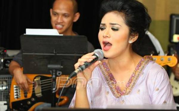 Krisdayanti Gabung Hanura - JPNN.com