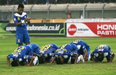 Duel Seru Persib Bandung Lawan Persidafon - JPNN.com