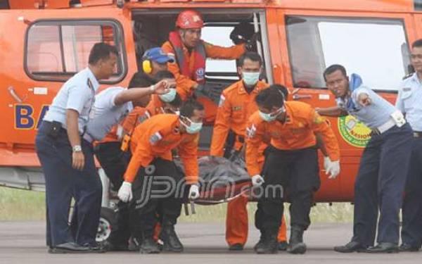 3 Cerita Mistis Proses Evakuasi Korban AirAsia QZ8501 - JPNN.com