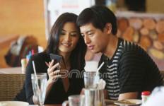 Asty Ananta Lengket dengan Roger, Itu Cinta atau apa ya? - JPNN.com