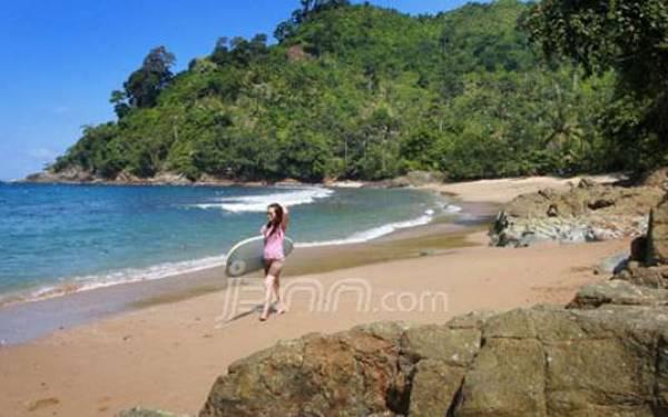 Destinasi Wisata Alam Malang, Pantai Wedi Awu yang Memiliki Ombak Terbaik - JPNN.com