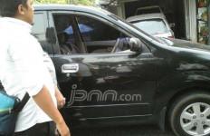 Rasain Lu... Akhirnya Pelaku Pecah Kaca Mobil Ini Babak-belur Dihajar Massa - JPNN.com