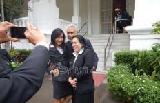 Mesra dan Merangkul Rini, Xanana Gusmao juga Idola Pegawai Istana - JPNN.com
