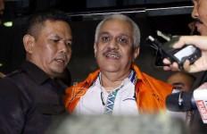 Dipapah, Ketua DPRD Sumut Masuk Mobil Tahanan KPK - JPNN.com