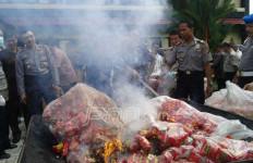 Camilan Anak-anak Berbahan Bumbu Dapur Dibakar Polisi - JPNN.com
