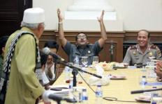 Sikap Rano Karno tak Berubah, Begini Gayanya saat Menerima Aspirasi Masyarakat - JPNN.com