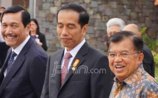 Jokowi Tampak Sedih, JK dan Luhut Malah Tertawa, Ada Apa? - JPNN.com