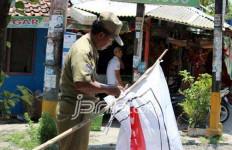 Alat Peraga di Angkot Juga Dibersihkan - JPNN.com
