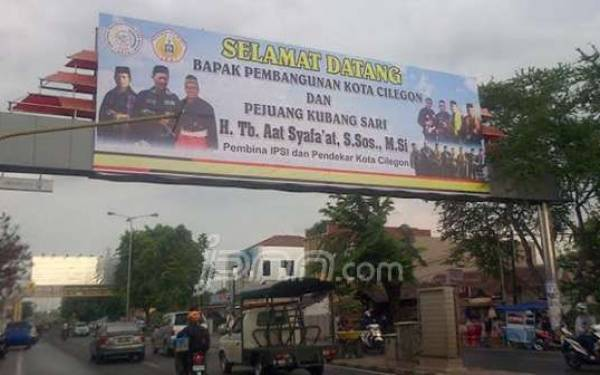 Lihat nih!!! Spanduk Selamat Datang Sambut Bebasnya eks Wali Kota Terpidana Korupsi - JPNN.com