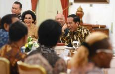 Ketika di DPR Panas, di Istana Jokowi Tertawa Lepas, Nih Fotonya - JPNN.com