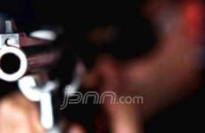 Door...Paha Ajudan Kapolres Cilegon Ditembus Timah Panas Pistol Ajudan Kapolres Serang - JPNN.com
