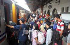 Kisah Penumpang Commuterline Melahirkan di Tengah Sibuknya Stasiun Manggarai - JPNN.com