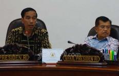 LIHAT NIH: Setelah Batik, Kini Pak Jokowi Kenakan Kemeja Motif Khas NTT - JPNN.com