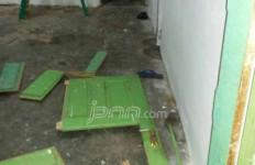 Byar Pet Melulu, Warga Serbu dan Rusak Kantor PLN - JPNN.com