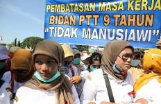 Tuntutan Bidan Desa PTT: Pokoknya April 2016 Harus Sudah jadi CPNS - JPNN.com