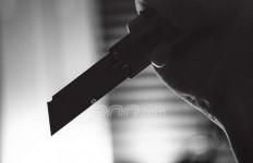 IRT Ini Kabur Terbirit-birit Dikejar Tetangganya Pakai Samurai - JPNN.com