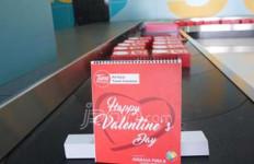 Valentine: Air Asia Beri Kejutan untuk Penumpang...Yang Jomblo Juga Dapat - JPNN.com