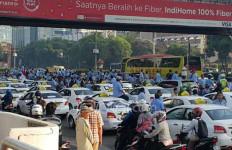 Aksi Demo Taksi Tambah Anarkis, Pak Polisi Dicari Jupe nih - JPNN.com