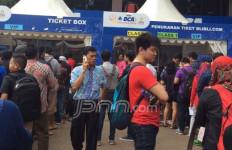 Babak 8 Besar, Penonton Antre Panjang di Loket Sejak Pagi - JPNN.com