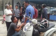 Lihat nih, Pencuri Menangis Menyembah Korbannya di Masjid - JPNN.com