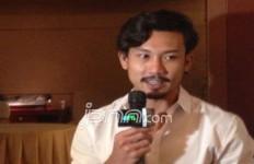 Demi Mas Slamet, Aktor Ganteng Ini Tumbuhkan Kumis - JPNN.com