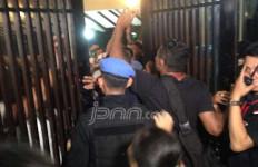 Demi Silatnas Relawan, Pendukung Jokowi Rela Berdesakan - JPNN.com