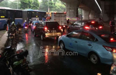 Hujan Deras, Gatot Subroto Macet Parah - JPNN.com