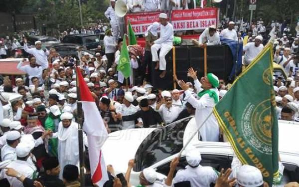 Habib Rizieq Datang, Selawat Nabi Berkumandang Semakin Lantang - JPNN.com