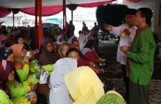 Hamdalah, Hampir 50 Ribu Keluarga Miskin di Cilacap Terima PKH - JPNN.com