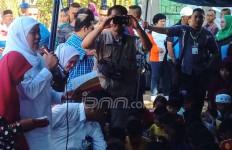 Temui Anak-Anak Korban Gempa, Bu Mensos Bagikan Juz Amma - JPNN.com