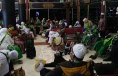 Duh, 300 Calon Jemaah Umrah Ditelantarkan di Bandara Soetta - JPNN.com
