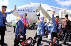 Telantar di Jakarta, Jemaah Umroh Pilih Pulang Kampung - JPNN.com