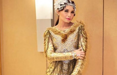 Rossa Umrah, Afgan Titip Doa - JPNN.com