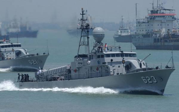 TNI AL Panipahan Selamatkan Dua Nelayan Bagansiapi-api - JPNN.com