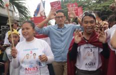 Kampanye di Cengkareng, Bang Sandi Dicipok Ibu-Ibu - JPNN.com