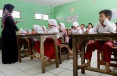 Mutasi besar – besaran Guru Madrasah, Ada yang Tempuh 144 Km PP - JPNN.com
