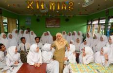 9.587 Guru Honorer DKI Naik Gaji - JPNN.com