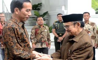 Habibie dan Try Sutrisno Kunjungi Jokowi di Istana - JPNN.com
