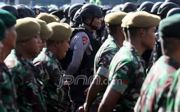Ajakan Jokowi ke TNI-Polri Bisa Dianggap Melanggar UUD 1945 - JPNN.com