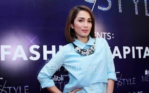 Anak Dihina, Ussy Sulistiawaty Akhirnya Lapor Polisi - JPNN.com