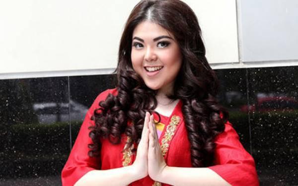 Tina Toon Nikmati Suasana Natal di Jakarta - JPNN.com