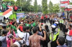 Ribuan Massa Akang Tolak FPI dan HTI di Ngawi - JPNN.com