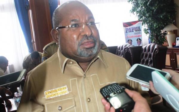 Gubernur Papua Ngamuk, Ancam Bakar Toko Penjual Miras - JPNN.com