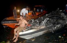 Speedboat Terbakar, Seorang Pejabat Melompat ke Laut - JPNN.com