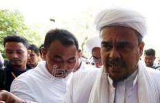 Habib Rizieq Salurkan Bantuan untuk Korban Banjir - JPNN.com