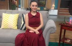 Zaskia Gotik Mau 'Belah Duren' Tanpa Lamaran  - JPNN.com