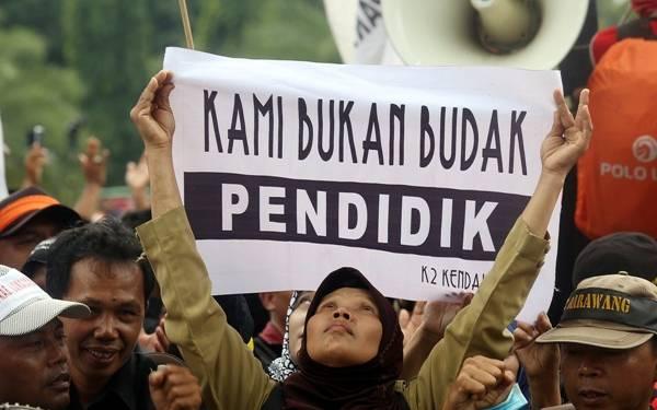 Ayolah, Pemkab Ikut Perjuangkan Nasib Honorer K2 Tua - JPNN.com
